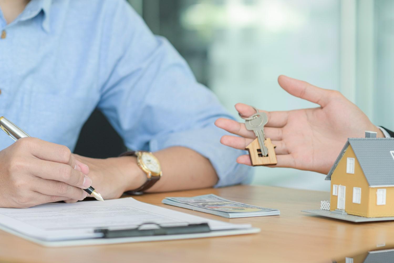 handing key to renter